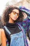 Piękny wzorcowy pozować podczas Mediolańskiego kobiety ` s mody tygodnia Obraz Royalty Free