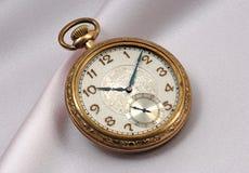 piękny złocisty stary kieszeniowy zegarek Zdjęcia Royalty Free