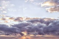 piękny zachmurzone niebo Kolorowy niebo w wschodu słońca czasie Zdjęcia Stock