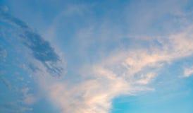 piękny zachmurzone niebo Zadziwiający colours Zdjęcie Royalty Free