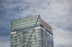 Piękny zakończenie w górę wysokiego budynku Sofitel hotel przy Kochanym schronieniem Obrazy Royalty Free