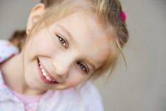 piękny zamkniętej dziewczyny liitle zamknięty fotografia stock