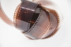 Piękny zbliżenie analog fotografii film na białym tle zdjęcie royalty free