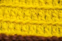 Piękny zbliżenie ręcznie robiony szydełkuje wzór kolorowa wełny przędza Miękka część i ciepła naturalna barania wełna Zdjęcie Royalty Free