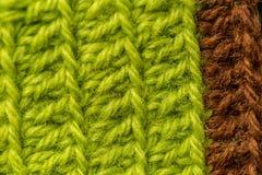 Piękny zbliżenie ręcznie robiony szydełkuje wzór kolorowa wełny przędza Miękka część i ciepła naturalna barania wełna Zdjęcia Stock