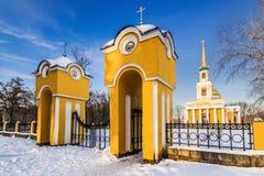 Piękny zima krajobraz Peter i Paul katedra w złotych promieniach powstający słońce II Zdjęcia Stock