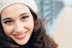 Piękny zimy dziewczyny ono uśmiecha się Obraz Stock