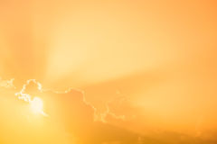 piękny zmierzchów lekkich promieni chmur tło Zdjęcia Stock