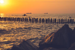 Piękny zmierzch na Czarnym morzu Złocisty denny zmierzch Poti, Gruzja Fotografia Stock