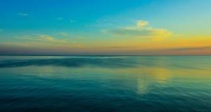 Piękny zmierzch na Dennym wybrzeżu Zdjęcia Stock