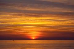 Piękny zmierzch na morzu śródziemnomorskim w Cypr Fotografia Royalty Free