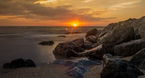 Piękny zmierzch na plaży zdjęcia royalty free