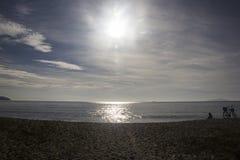 Piękny zmierzch na plaży Caraguatatuba, północny wybrzeże t Fotografia Stock