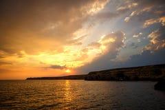 Piękny zmierzch nad dennym, scenicznym seascape perfect timing, gdy zmierzch nad dennym horyzontem będzie piękny zdjęcia stock