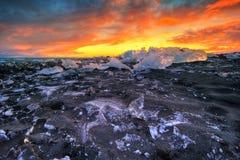 Piękny zmierzch nad sławną diament plażą, Iceland zdjęcie royalty free