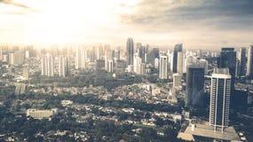 Piękny zmierzch nad wysokiego urzędu budynek Zdjęcie Royalty Free