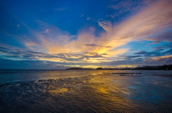 Piękny zmierzch przy Ao Nang plażą Obrazy Royalty Free