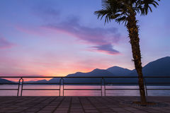 Piękny zmierzch przy Iseo jeziorem, Lombardy, Włochy Obraz Stock