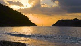 Piękny zmierzch przy plażą, lekkiego promienia Turecki seascape, Marmaris, Turcja zdjęcie wideo
