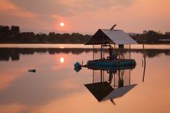 Piękny zmierzchu światło na jeziorze Zdjęcie Stock