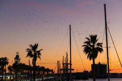 Piękny zmierzchu niebo w marina porcie w Malaga mieście Andalusi obraz royalty free
