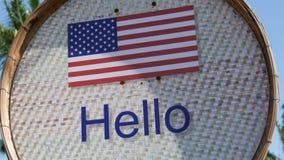 Piękny znak z flaga amerykańską z wpisowy cześć w Angielskim Znak z słowami cześć zbiory
