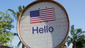 Piękny znak z flaga amerykańską z wpisowy cześć w Angielskim Znak z słowami cześć zbiory wideo