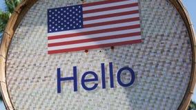 Piękny znak z flaga amerykańską z wpisowy cześć w Angielskim Znak z słowami cześć zdjęcie wideo