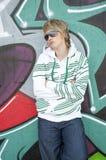 pięknych dziewczyny szkieł graffiti pobliski target1004_0_ obraz stock