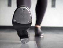 Piętowy palec u nogi w klepnięcie butach w taniec klasie zdjęcie stock