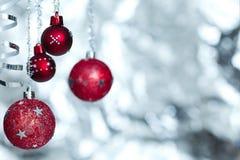 piłek bożych narodzeń czerwony faborku śnieg Zdjęcia Stock