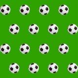 Piłek nożnych piłki nad zieleni polem Bezszwowy tło również zwrócić corel ilustracji wektora Zdjęcia Royalty Free