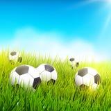 Piłek nożnych piłki w trawie Zdjęcia Royalty Free