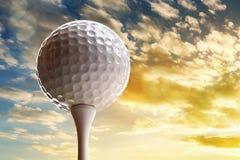 piłkę ścinku golfa ścieżki tee odosobnione obrazu Zdjęcie Royalty Free