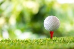 piłkę ścinku golfa ścieżki tee odosobnione obrazu Zdjęcia Royalty Free