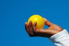 piłka czarnej ręce żółty Obrazy Stock