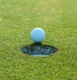 Piłka golfowa Zbliża dziury Obraz Stock