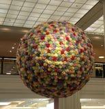 Piłka kwiaty dla Wielkanocnego pokazu przy Wydziałowym sklepem Obraz Stock