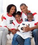 piłka nożna amerykańskiej piłki rodzinna mienia piłka nożna Zdjęcia Royalty Free