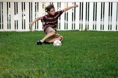 piłka nożna podwórzu Obrazy Royalty Free