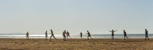 Piłka nożna przy plażą Zdjęcia Royalty Free