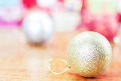 Piłka z kolorowym święto bożęgo narodzenia Obraz Royalty Free