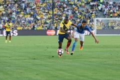 Piłki nożne Enner Walencja 13 i Casemiro 5 podczas Copa Ameryka Cen Zdjęcia Stock
