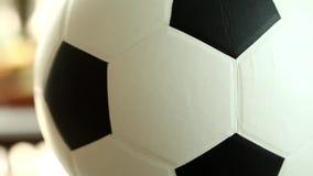 Piłki nożnej piłka krąży wokoło ja zdjęcie wideo