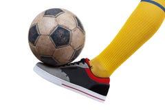 Piłki nożnej piłka na stopie gracz futbolu Odosobniony biel Zdjęcia Stock