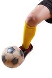 Piłki nożnej piłka na stopie gracz futbolu Odosobniony biel Zdjęcia Royalty Free