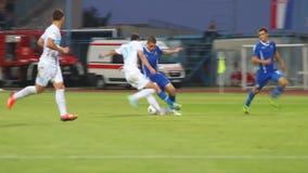 Piłki nożnej plyers przy smołą zdjęcie wideo