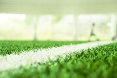 Piłki nożnej trawa zamykał w górę strzału z plama abstraktem na tle Zdjęcia Stock
