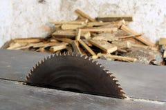 piłowania tnący maszynowy drewno Obraz Stock