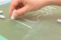 Pi数字的图象在校务委员会的与白垩 免版税库存照片